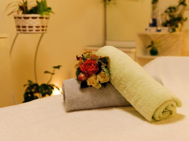 ホテルのタオルと花